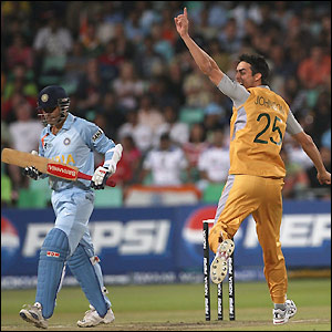 Sehwag falls to Mitchell Johnson for 9