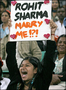 A young India supporter holds up a banner saying 'Rohit Sharma, Marry Me!?!'