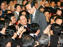 Yasuo Fukuda (C) bows after being elected as new LDP president to succeed Prime Minister Shinzo Abe in Tokyo, 23 September 2007