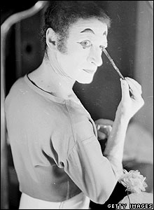 Marcel Marceau puts on his make-up in 1962