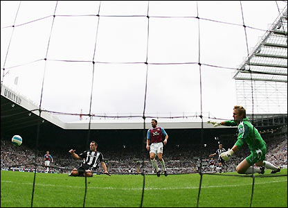 Viduka finds the far corner to give Robert Green no chance in the West Ham goal
