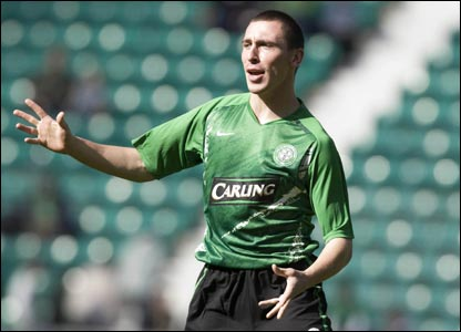 Hibernian v Celtic: Scott Brown warms up for the Hoops on his return to Easter Road