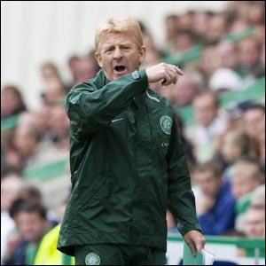 Hibernian v Celtic: Celtic chief Gordon Strachan looks unimpressed with on-field matters as Celtic seek an equaliser