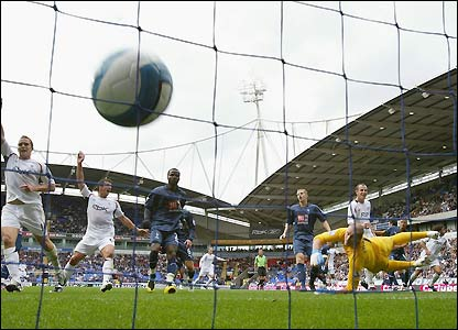 Paul Robinson is beaten by Campo's header