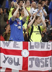 Chelsea fans show their appreciation of Mourinho