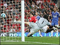 Man Utd's Carlos Tevez glances in a header after beating Chelsea keeper Petr Cech to a Ryan Giggs cross