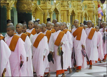 Buddhist nuns at Shwedagon Pagoda on 23 September 2007.