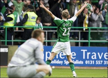 Hibernian v Celtic: Boruc looks a forlorn figure as Shiels celebrates Hibs' late winner