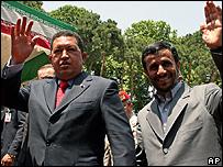 Hugo Chávez, presidente de Venezuela, junto a su homólogo iraní, Mahmoud Ahmadinejad