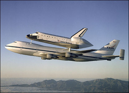 Space shuttle Atlantis aboard its carrier aircraft (SCA). Image: Nasa.