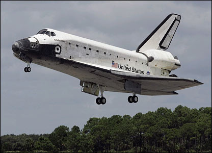 Space shuttle Endeavour lands at Kennedy Space Center. Image: Nasa.