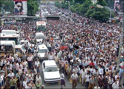 Crowds in Rangoon