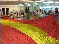 En la fábrica de banderas de José Luis Sosa-Dias Astigarraga