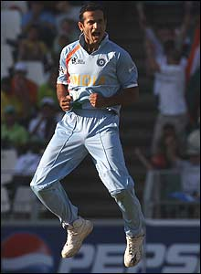 Irfan Pathan presses home India's advantage with a magnificent spell, taking 3-16 from his four overs