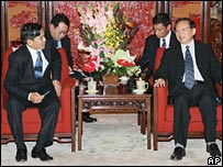 Tang Jiaxuan (r) meets Burmese Foreign Minister U Nyan Win on 13 September 2007
