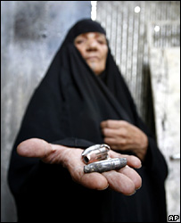 An Iraqi woman holds up ammunition (archive)