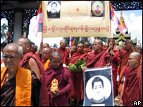 Buddhist monks march in Rangoon, Burma (25.09.07 - image released by the Democratic Voice of Burma)