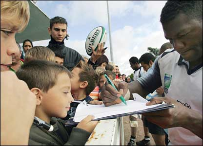 Fiji hooker Sunia Koto proves popular with local fans in Castelsarrasin