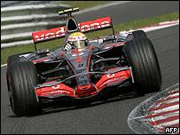 Lewis Hamilton en acción con su McLaren.