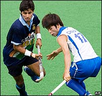 India's Gurbaj Singh (left) and South Korea's Cho Suk Hoon
