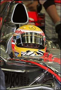 Lewis Hamilton y su casco amarillo
