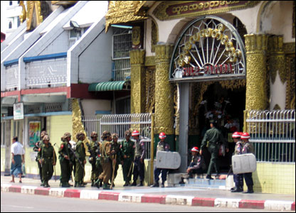 Soldiers occupying Sule Pagoda