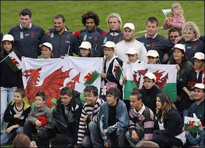 Wales' squad prove a hit with the fans in St Nazaire