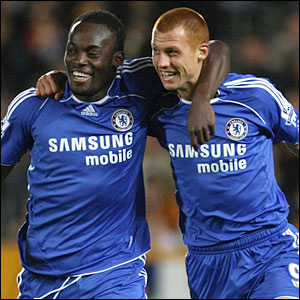 Steve Sidwell celebrates with Michael Essien