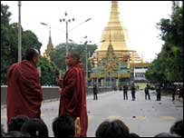 Armed forces blocking access to the Shwedagon Pagoda