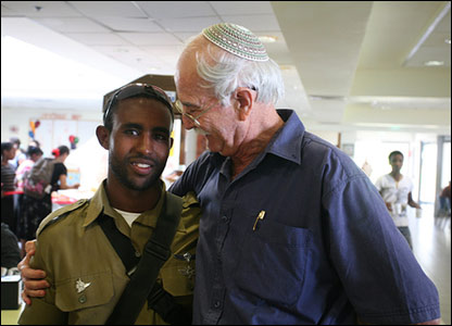 Dr Chaim Peri (right) and former student Gadi (photo and copyright: Noam Sharon atp)