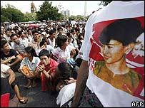 Protest supporter wears a t-shirt of Aung San Suu Kyi in Rangoon - 25/09/07