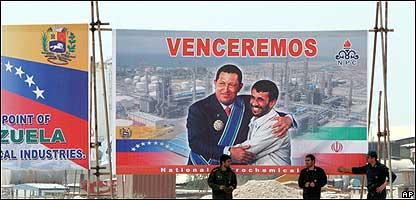 Afiche de presindente iraní Mahmoud Ahmenideyad y Hugo Chávez (izq.), presidente de Venezuela (01.07.07)