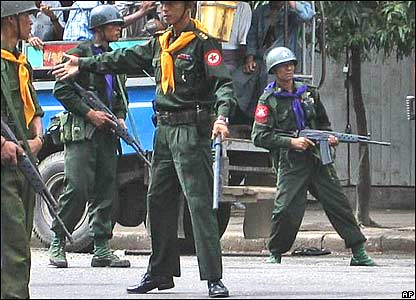 Burmese soldiers in downtown Rangoon on Thursday 27 September 2007 (photo supplied by Mandalay Gazette)