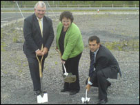 [L-R] Ceredigion Council leader Keith Evans, Rural Affairs Minister Elin Jones, Andy Jones of builders Carillion