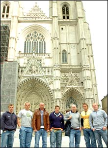 Wales' squad seeks divine inspiration outside Nantes cathedral
