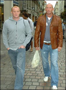 Martyn Williams and Gareth Thomas hit the shops of Nantes