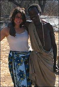 Apicella y uno de los miembros de la tribu Hazda