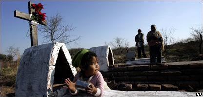 Cementerio de la reserva indígena de Meguesoxoshi en la región del Chaco en Argentina.