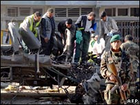 Afghan officials inspect a bus bomb site in Kabul - 29/09/2007