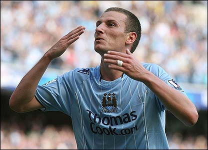 Elano celebrates after scoring Manchester City's third goal