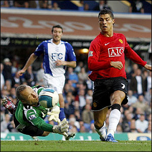 Ronaldo gives United the lead
