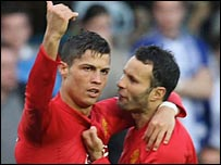Ryan Giggs celebrates Man Utd's winner with scorer Cristiano Ronaldo