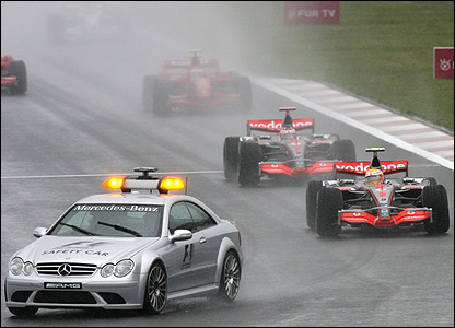So much so that a safety car has to be deployed for the first 19 laps, with Lewis Hamilton leading from Fernando Alonso