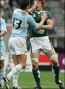 Argentina's Manuel Contepomi tussles with Simon Easterby