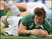 Brian O'Driscoll scores Ireland's first try against Argentina
