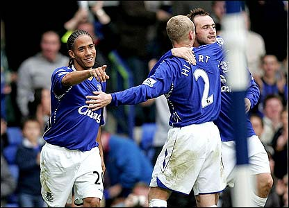 Steven Pienaar celebrates with his team-mates