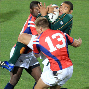 Habana tackled by two US defenders
