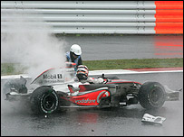 Fernando Alonso crashes out of the Japanese Grand Prix