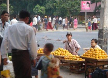 Venta de frutas en la calle / Foto: R. Trost