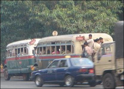 Autobuses atestados / Foto: R. Trost